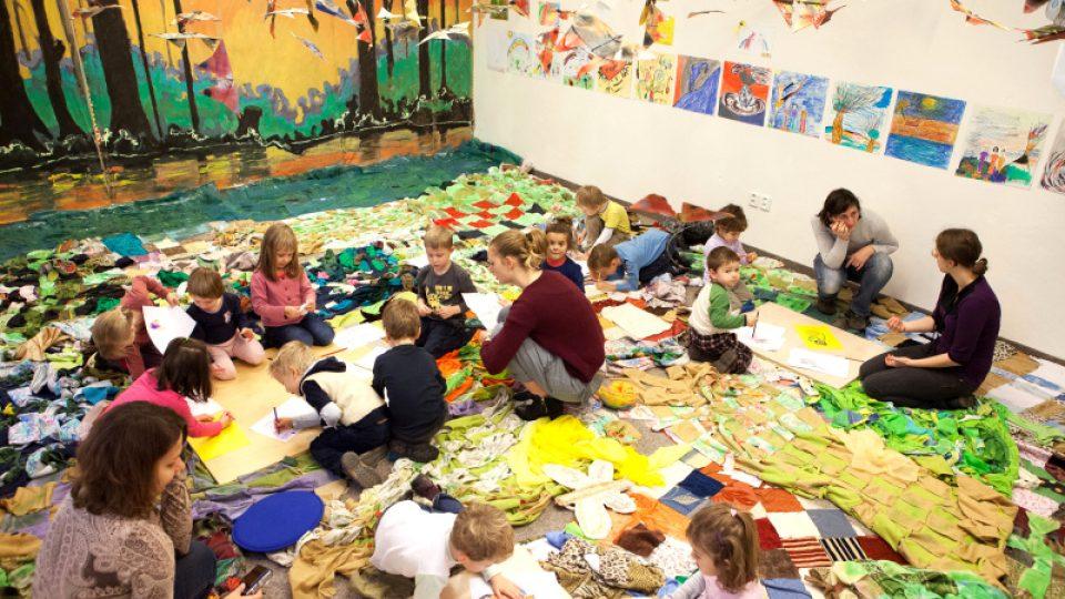 V dílnách se děti nechávají inspirovat tvorbou renomovaných umělců