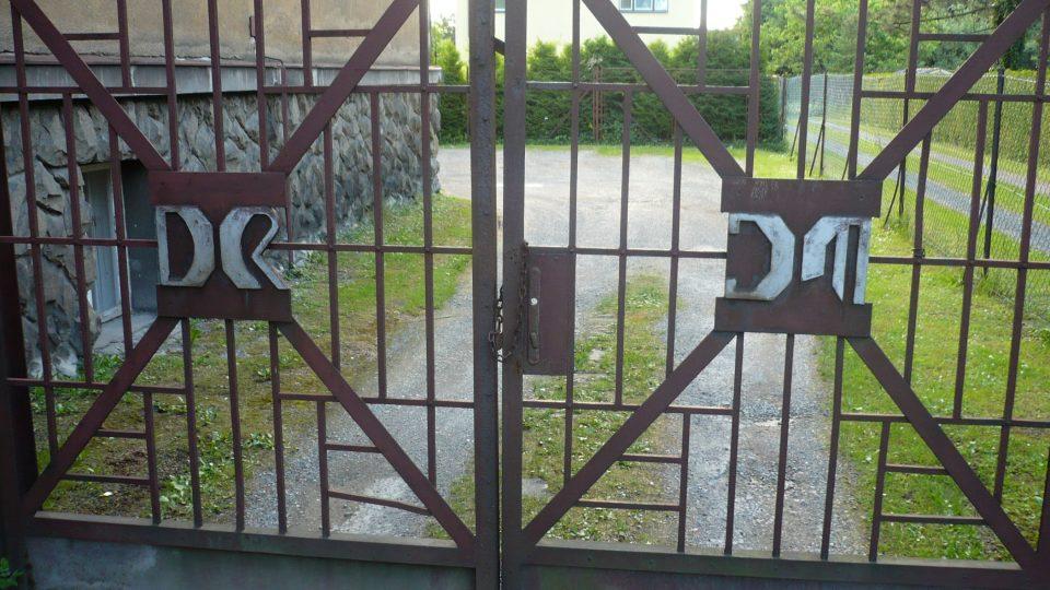 Původní brána DR JM (Dr. Jaroslav Míček)