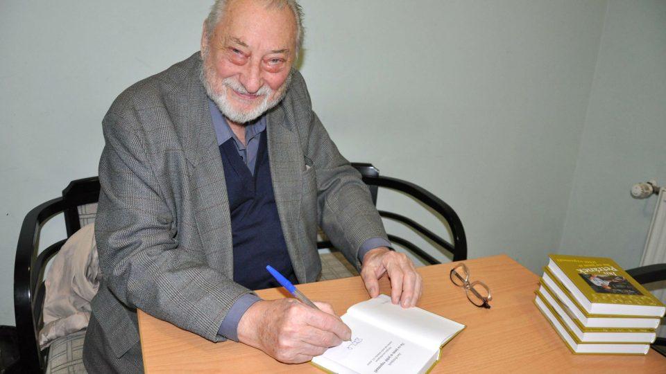 Jan Petránek při podpisu své knihy Na co jsem si ještě vzpomněl