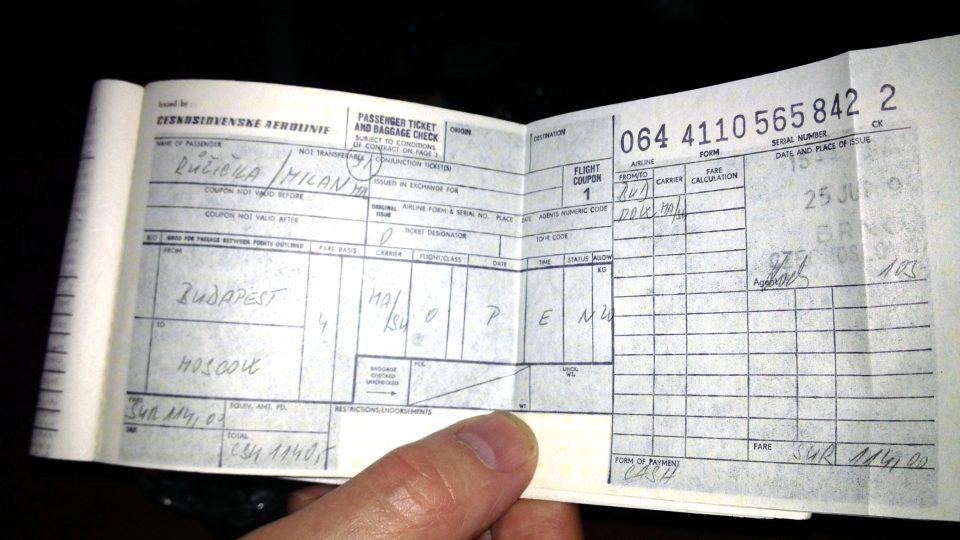 Letenka do Moskvy měla agentu Zifčákovi umožnit, aby v případě potřeby zmizel beze stopy. Kdyby ji použil, mohli bychom se dodnes jen dohadovat, kdo na Národní třídě ležel a proč