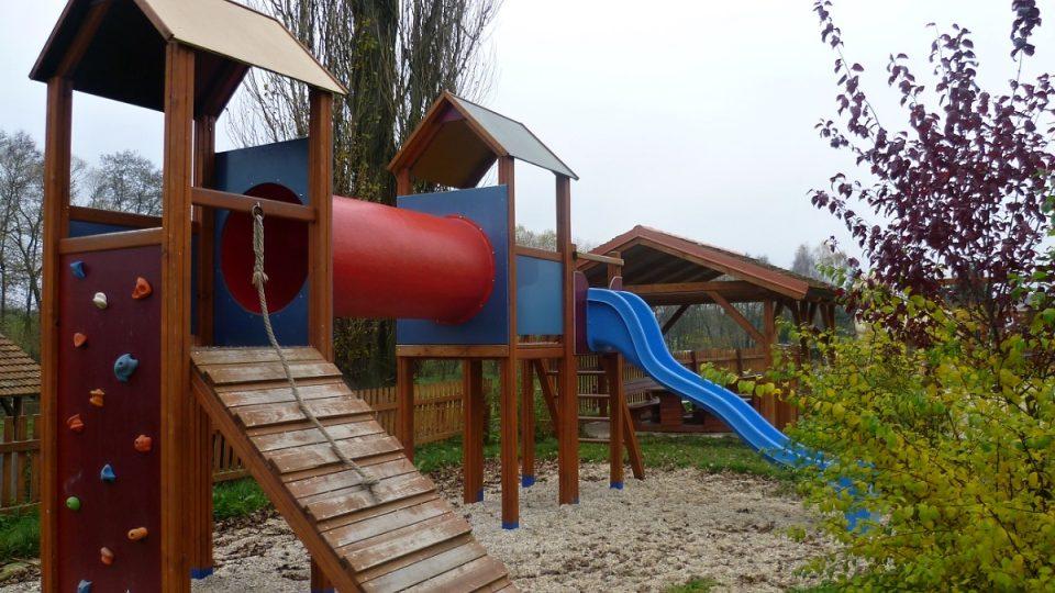 Dětské hřiště u farmy Ztracená podkova