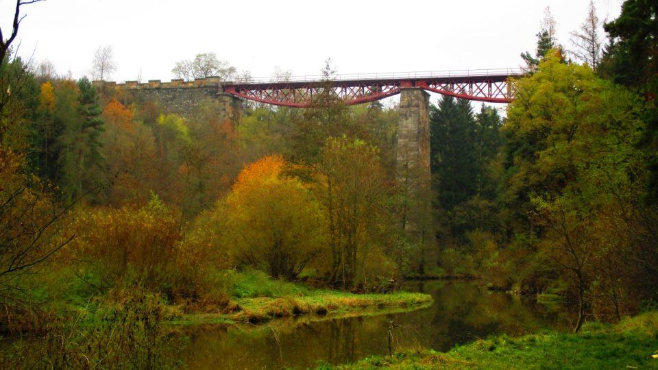 Most je 37 metrů vysoký
