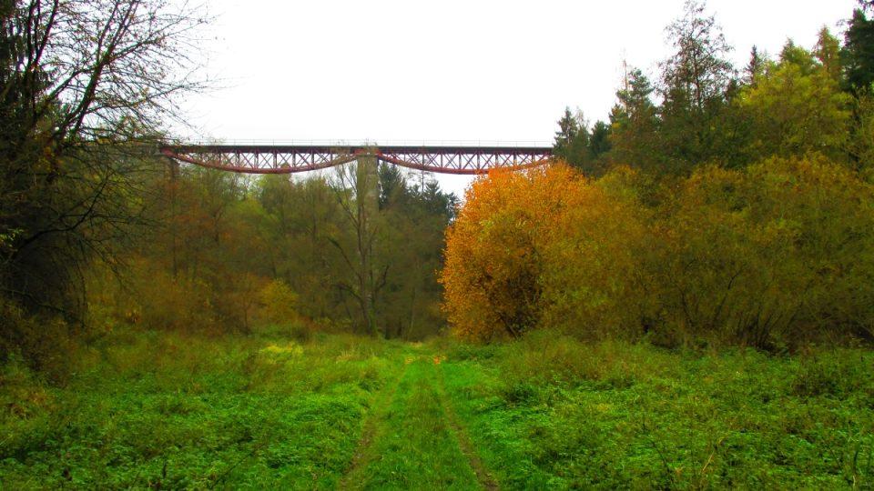 Most je 100 metrů dlouhý