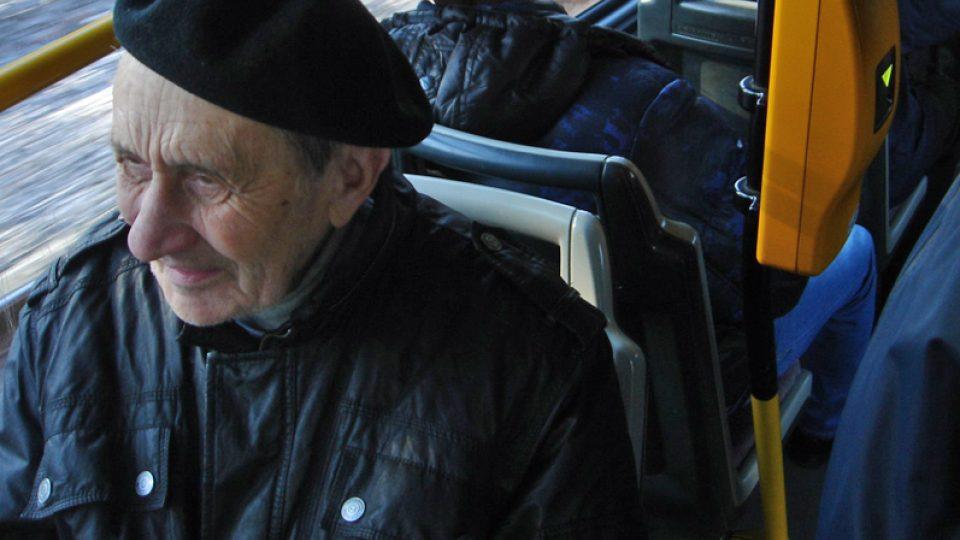 František Suchý v tramvaji do Strašnic