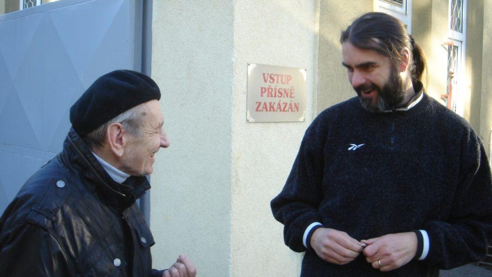 František Suchý s vedoucím strašnického krematoria Dušanem Andělem