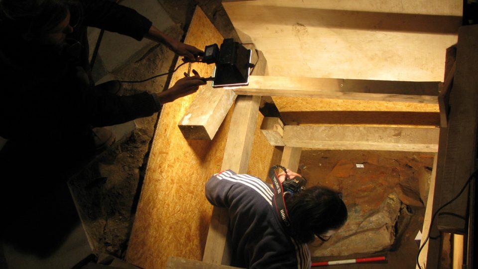 Součástí práce archeologů je také dokumentace nálezových situací
