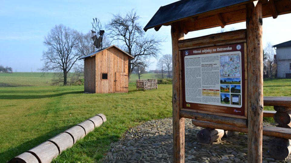 Informační tabule s historií větrných mlýnků na Ostravsku