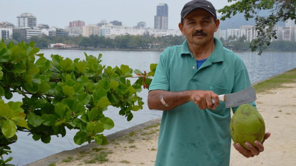 Luciano dos Santos prodává kokosy v Riu de Janeiro už přes 20 let