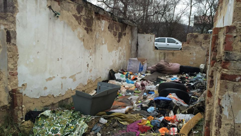 Většina ze 41 garáží v Předlicích je zničená
