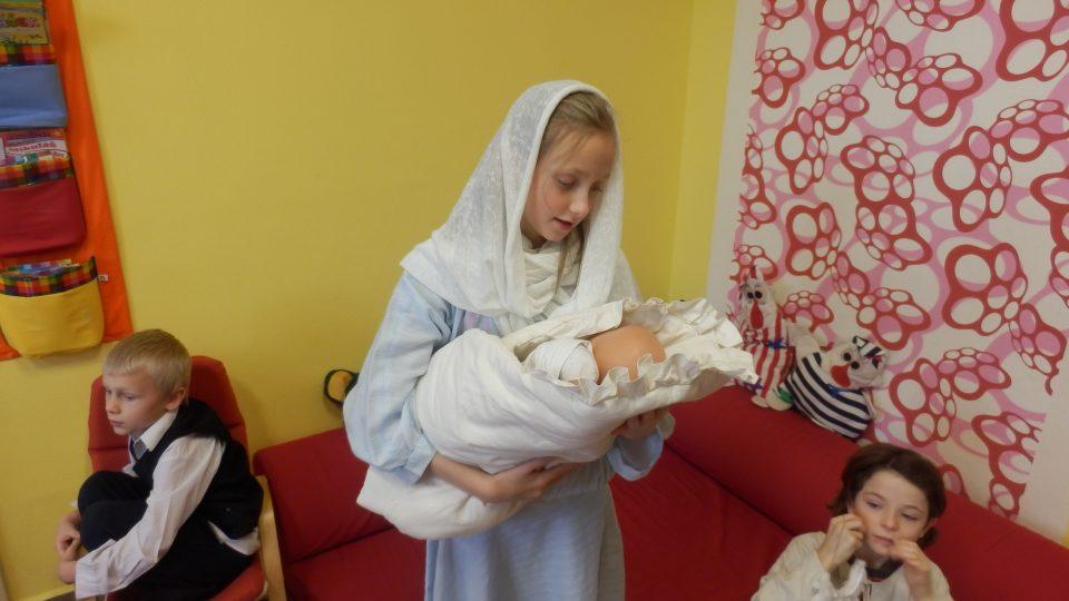 Děti z Lužnice u Třeboně trénují vánoční hru