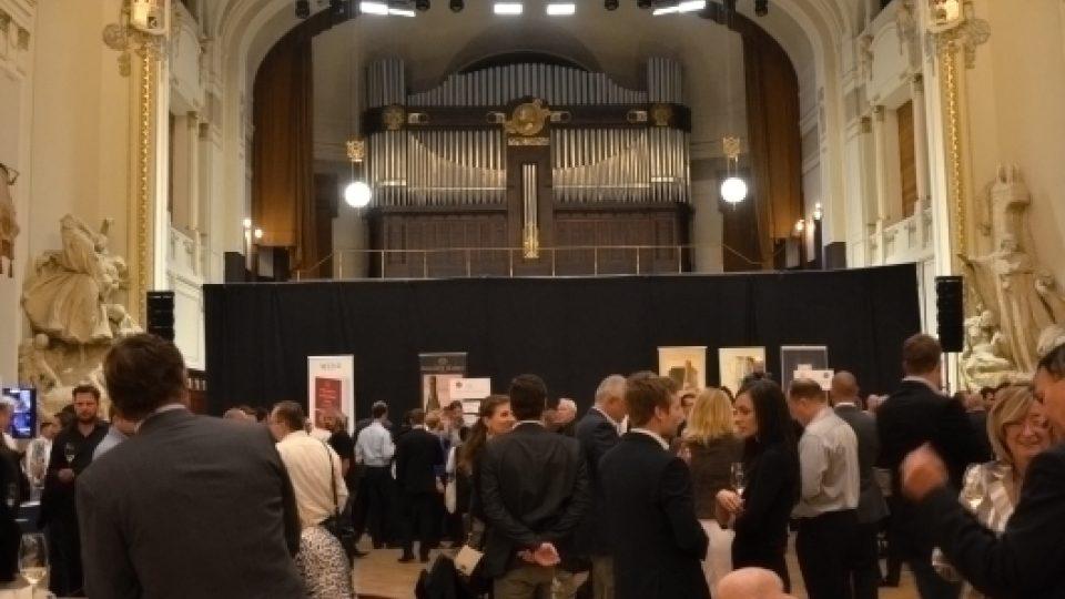 V Obecním domě v Praze se na tradiční akci představilo 16 šampaňských domů