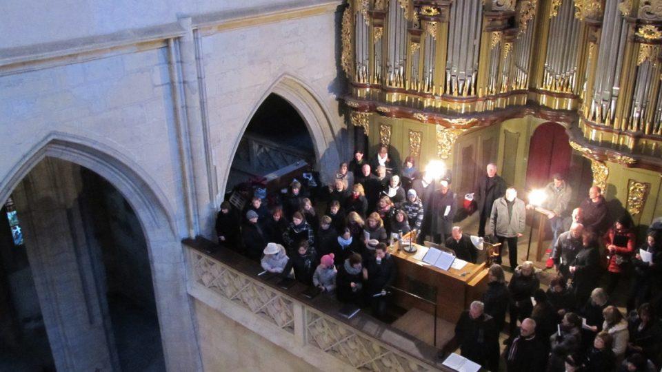 Učitelský smíšený pěvecký sbor Tyl s hosty v chrámu svaté Barbory