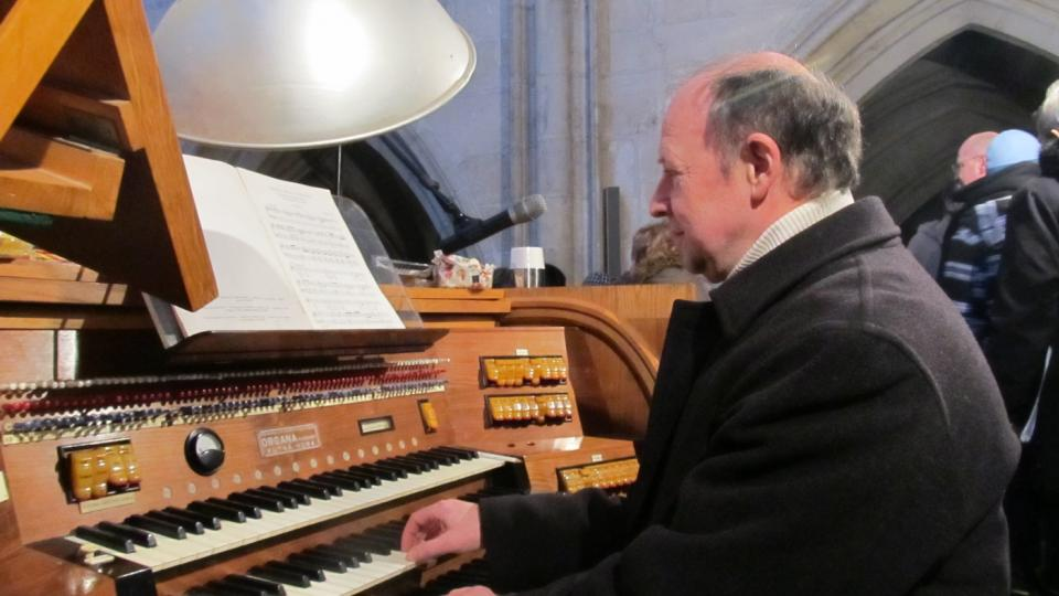 Na varhany hrál Václav Uhlíř