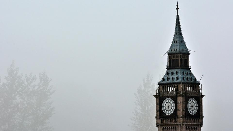 Big Ben zahalen mlhou