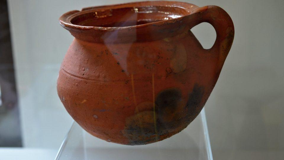 Nočník z vykopávek v Nizozemí, asi 1400 až 1450