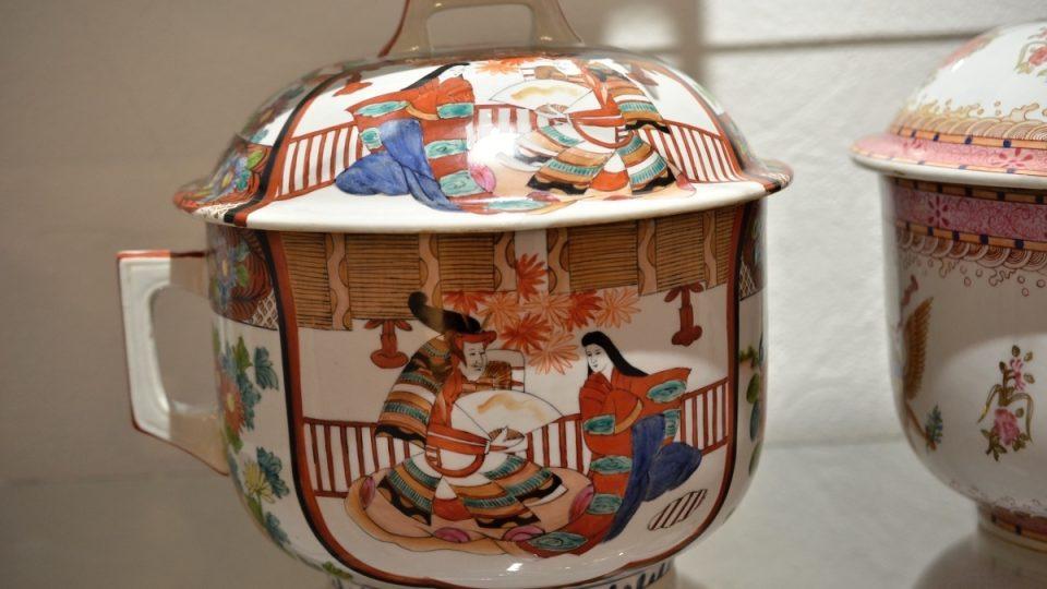 Porcelánový nočník s víkem, Japonsko, polovina 19. století