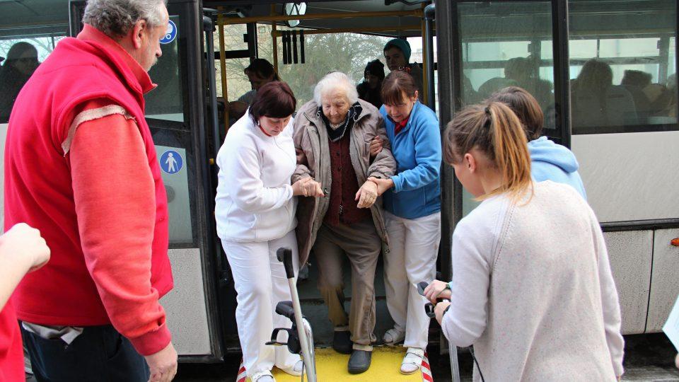 Stěhování do nového domova seniorů v Bechyni
