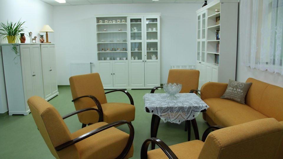 Obývací pokoj domova seniorů v Bechyni