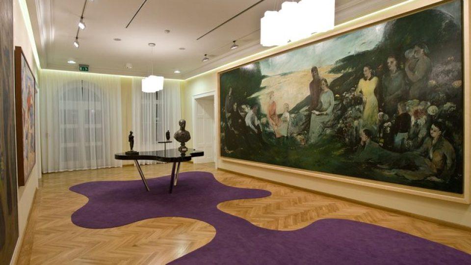 Salónek moderního umění - s obrazem V. Boštíka a stolem J. Kaplického