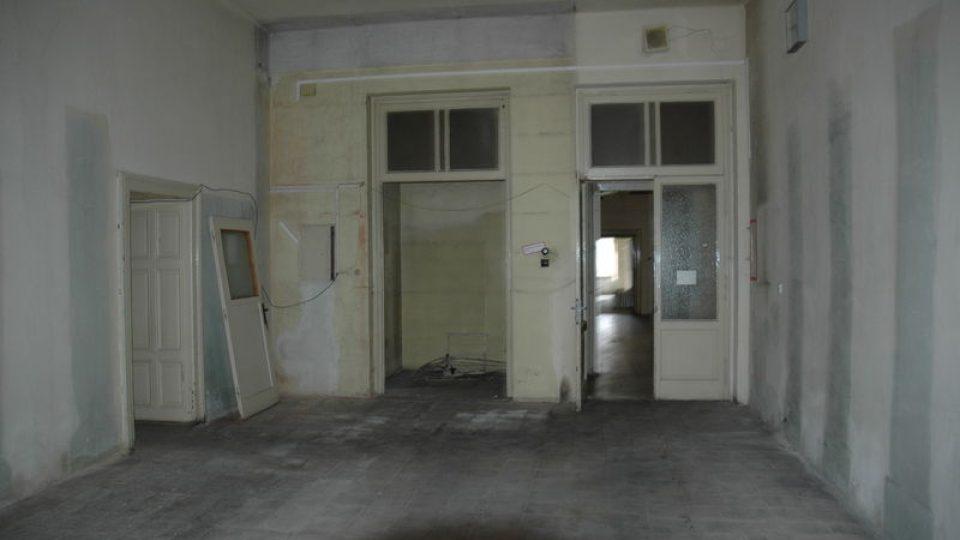 Smutný pohled do interiéru zámku před rekonstrukcí