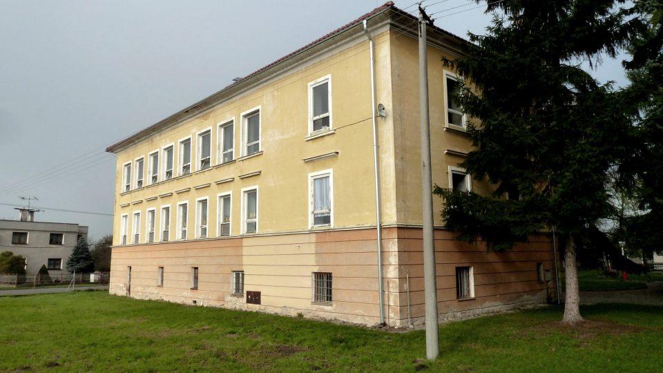 Bývalý zámek, nyní škola