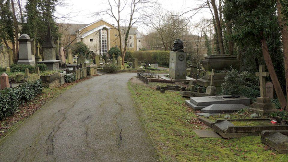Karl Marx byl původně pohřben vedle své ženy Jenny von Westphalen v nenápadném hrobě