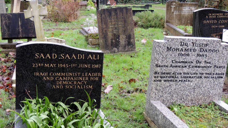 Karla Marxe pohřbili v místě, které má k socialismu pořádně daleko, v bohaté londýnské čtvrti Highgate