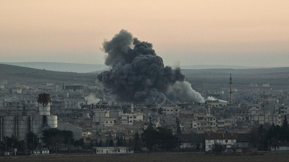 Kurdští vojáci atakují pozice Islamského státu ve městě Kobani
