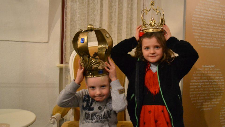 Děti na výstavě Arabela