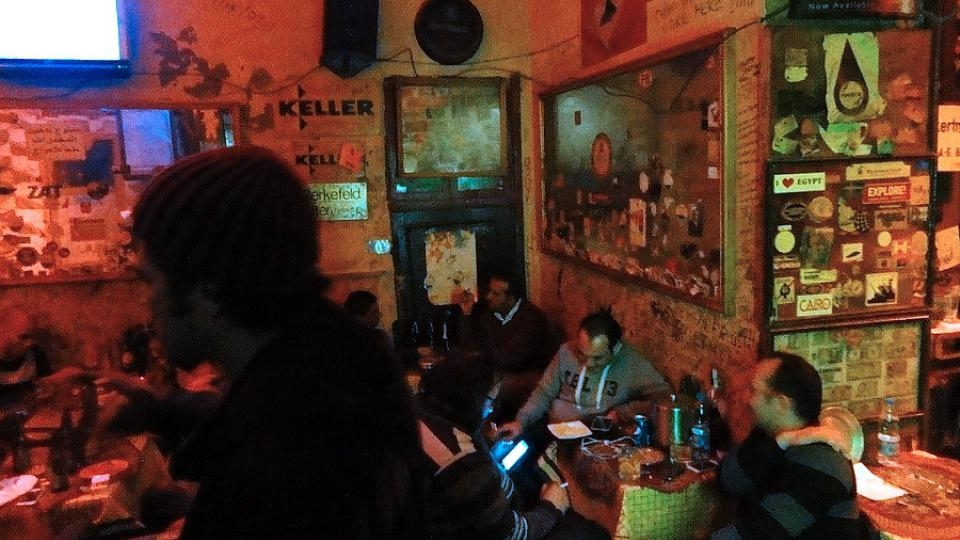 Bar Spitfire má dnes převážně egyptskou svobodomyslnou klientelu