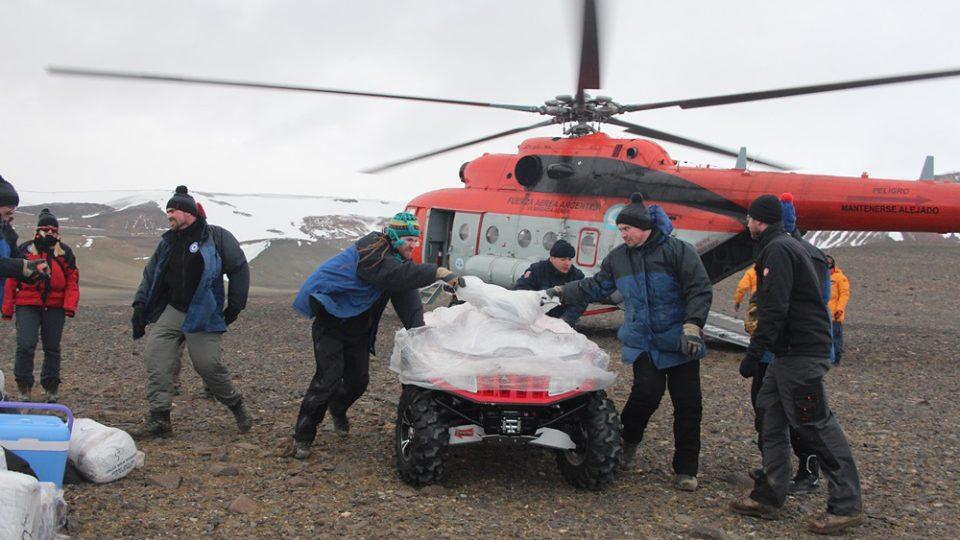 Na stanici byly letos dopraveny i dvě terénní čtyřkolky ArcticCat, které významně usnadní vědeckou práci v terénu a zvýší i bezpečnost pohybu vědců