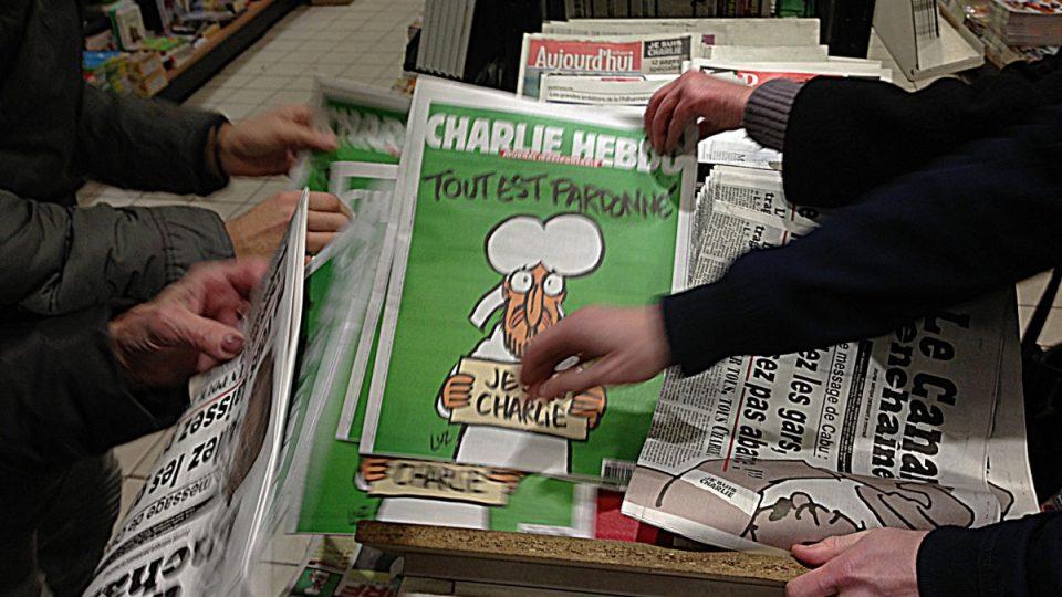 Nové číslo Charlie Hebdo na stáncích ve Francii