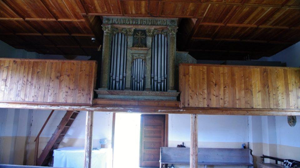 Varhany na kůru jsou novější, původní pocházely z roku 1699
