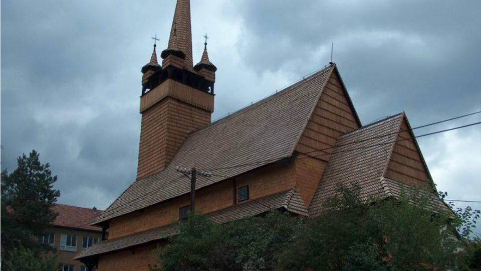 Kostel má nepřehlédnutelnou siluetu