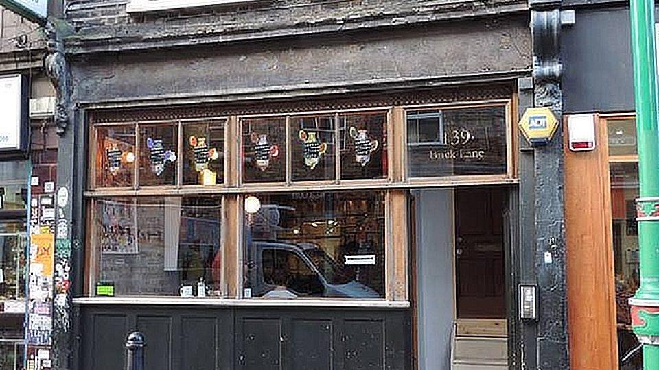 Kavárna se nacházi ve čtvrti Shoreditch
