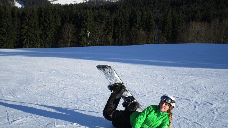 Snowboardistka s helmou
