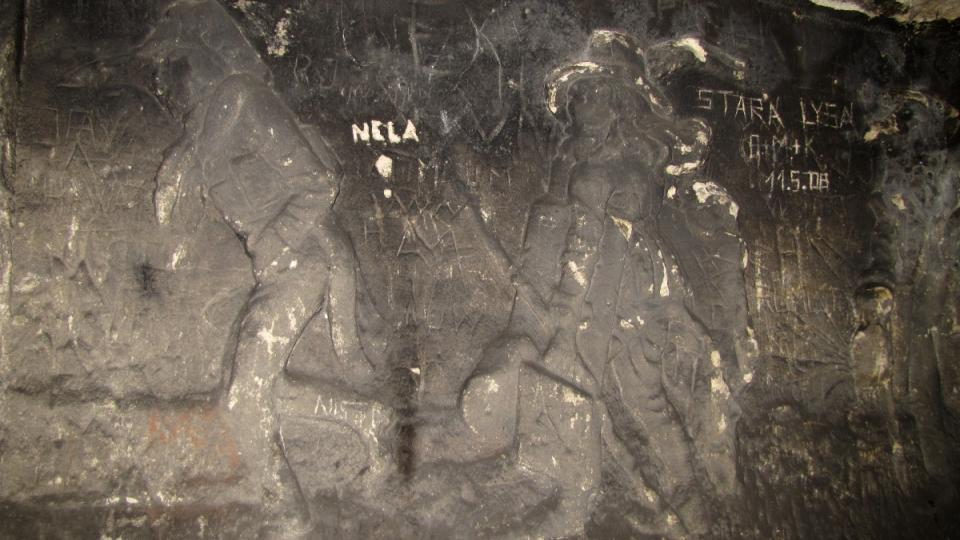 Lišák Ferina - reliéf z Klácelovy bajky