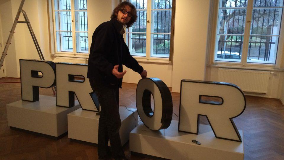 """Výstava v ústeckém muzeu o """"priorech""""  a Martin Krsek"""