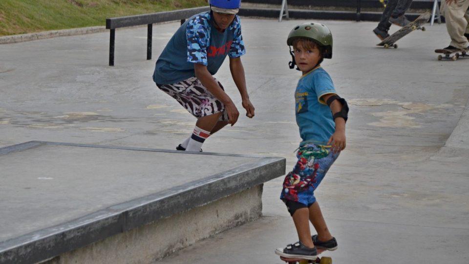 Na skateboardu se v parku Madureira učí jezdit děti už od pěti let