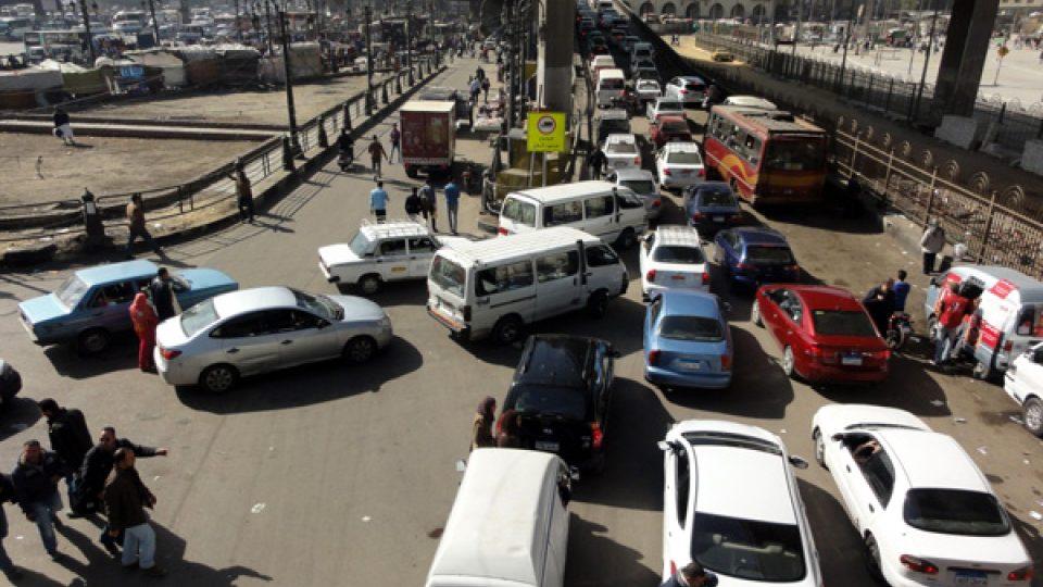 Místo aby tramvaje pomáhaly dopravní kolapsy řešit, definitivně ustupují automobilovému provozu