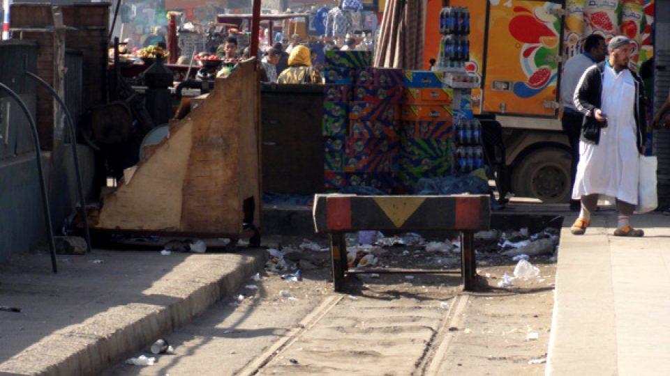 Konec tramvajových kolejí u nádraží Ramsís. Hlouběji do centra jsou už koleje dávno vytrhané a ani sem už pravidená linka nezajíždí