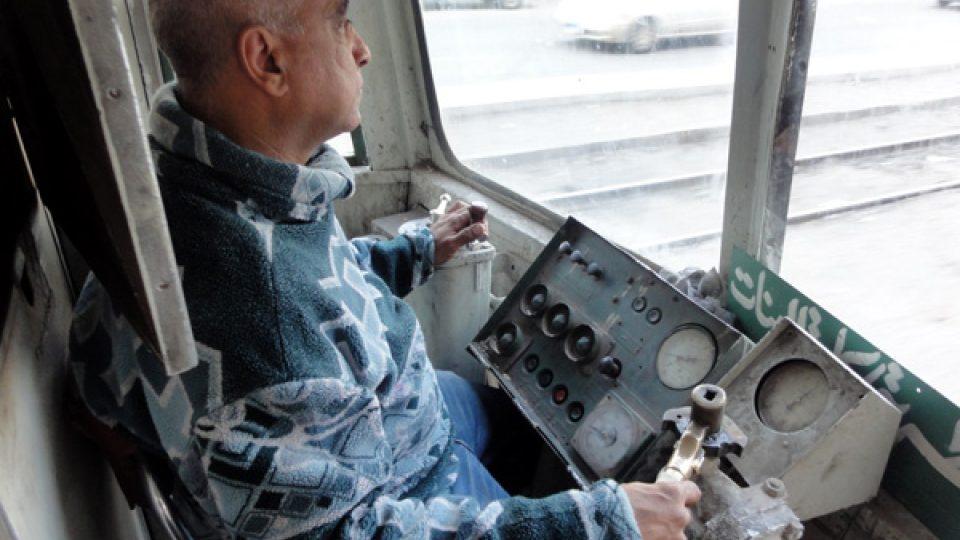 Íháb řídí tramvaje už dvacet let. Dřív dělal průvodčího