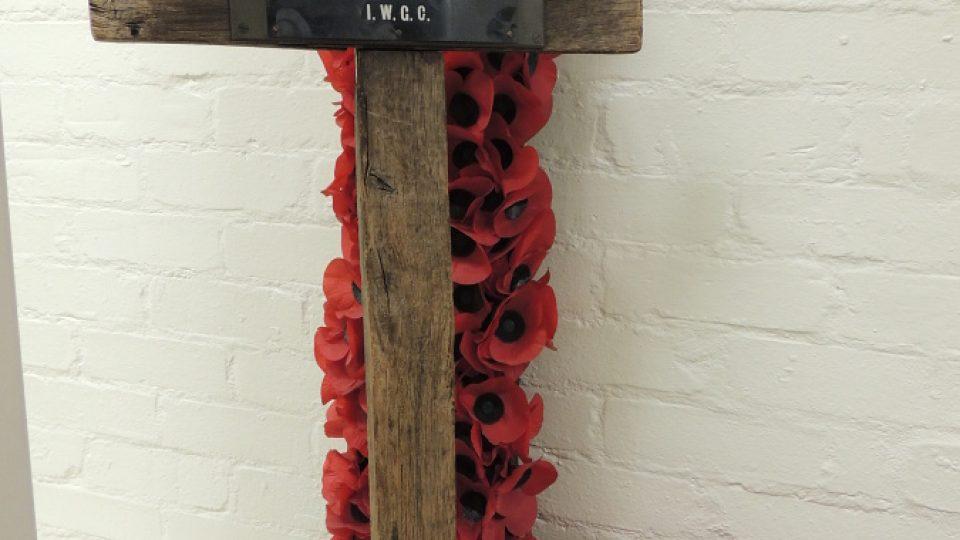 Původní dřevěný kříž z hrobu neznámého vojína z první světové války