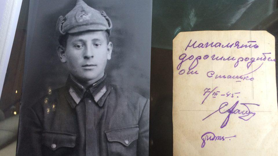 Pilot Vasilij Alexejevič Staško na vojenské fotografii z roku 1945