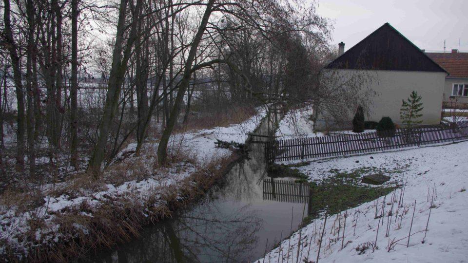 Mlýnský náhon poháněl mlýn již před 500 lety