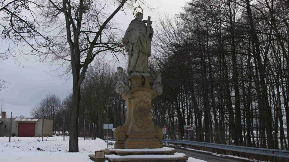 Socha sv. Jana pochází z konce 18. století