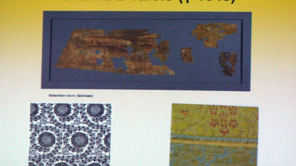 PhDr. Milena Bravermanová představovala soubor fragmentů, které přiřazovala ke konkrétním panovníkům a členům jejich rodin