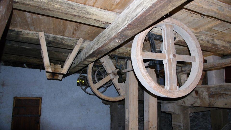 Část technologie v mlýnici se přes léta chátrání zachovala dodnes