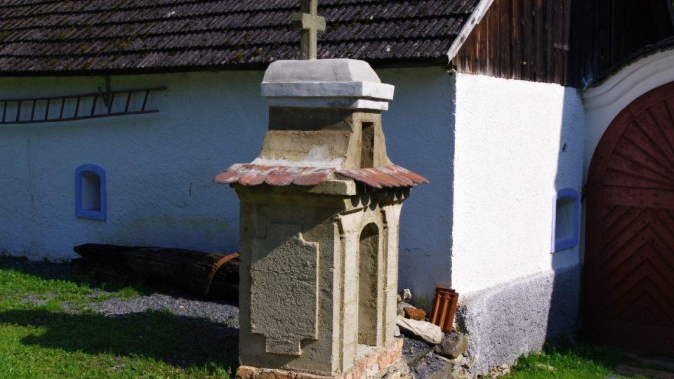 Mlynář si postavil u vjezdu i malou kapličku - ta se také dočkala obnovy