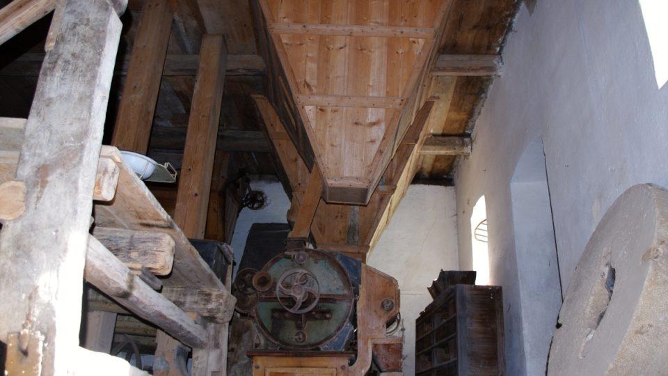 Staré mlýnské kameny nahradila mlecí stolice